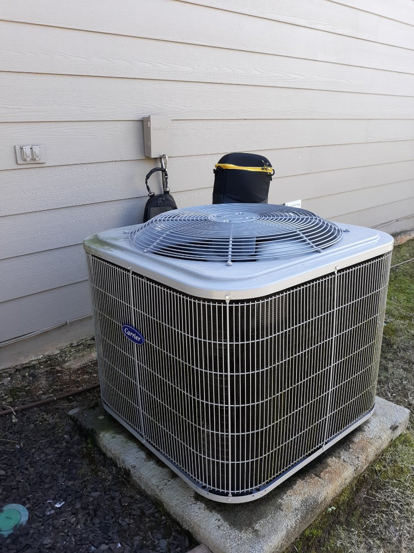 Columbus, GA - Outside unit blowing making lots noise.  Carrier air conditioner repair.