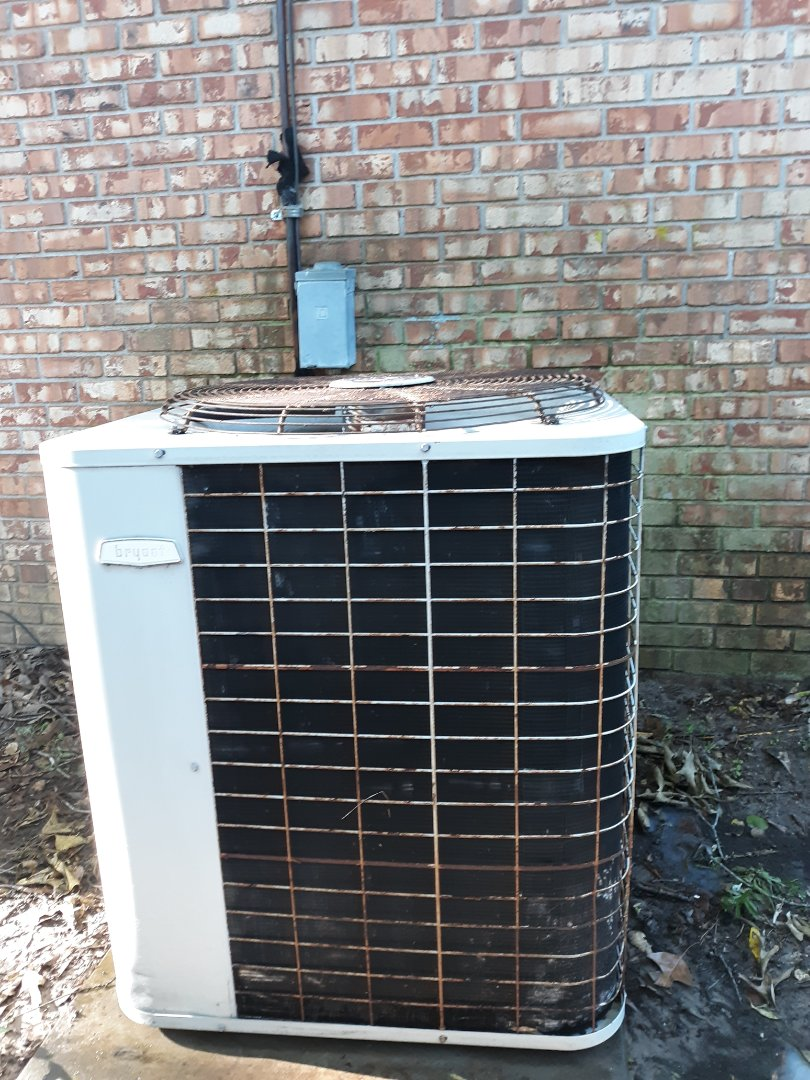 Phenix City, AL - Thermostat screen blank.  Bryant air conditioner repair.  Maintenance. The old bryant is still going due to regular system maintenance.
