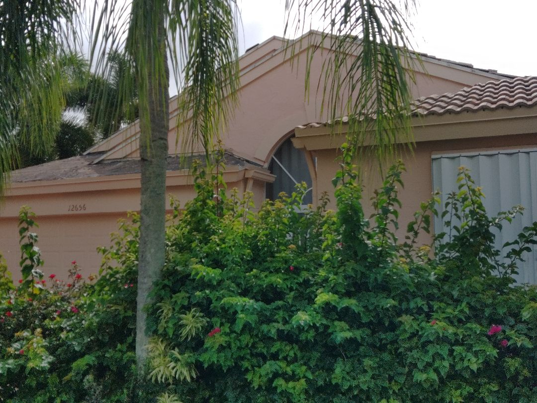 Boynton Beach, FL - Just arrived on site. Setting up and preparing to commence tile tear off.