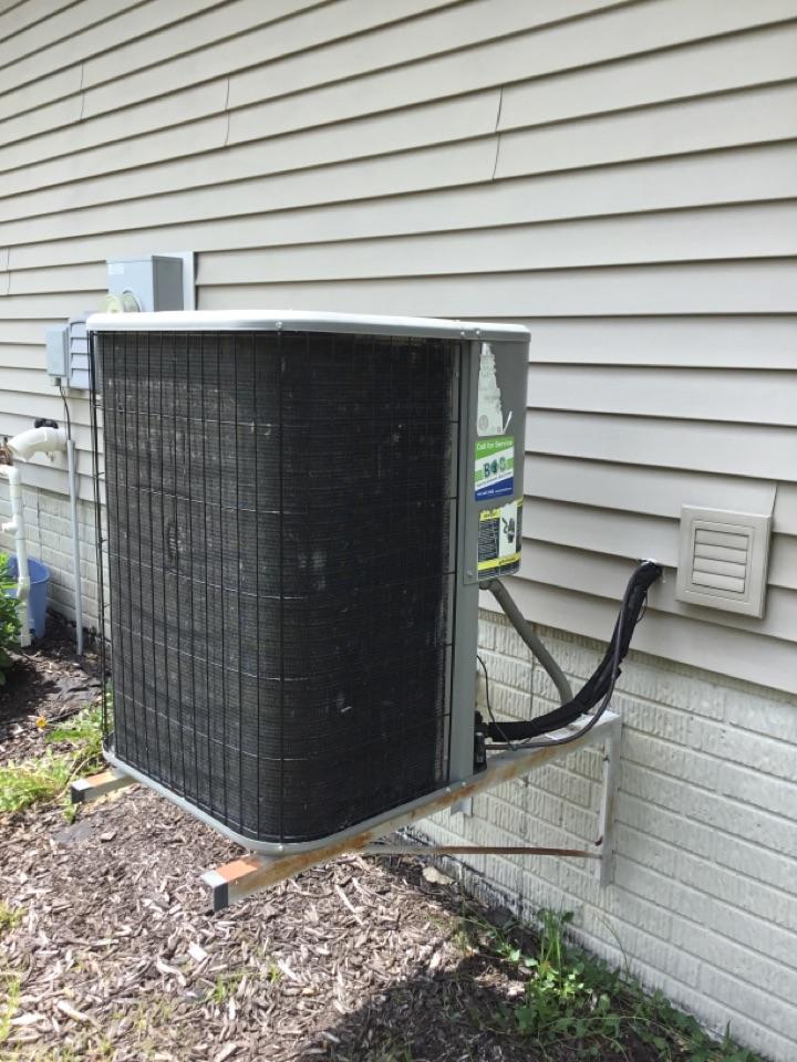 Altoona, IA - Lennox air conditioner maintenance no repair