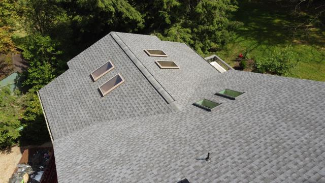Bradford Woods, PA - Replaced old roof that kept losing shingles to a new GAF certified roof in fox hollow gray.