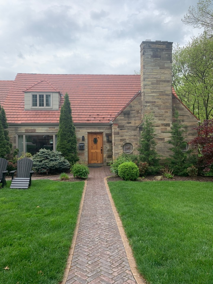 Mount Lebanon, PA - Service tile roof and clean gutters