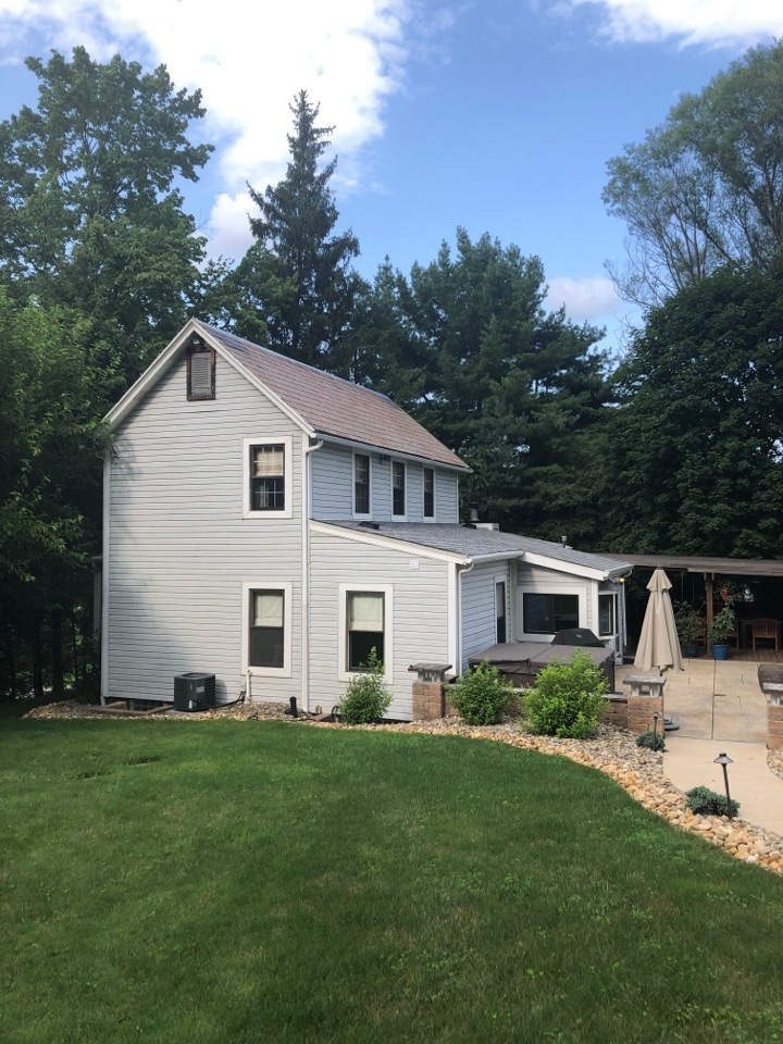 Valencia, PA - Installing a new roof on this beautiful home in Mars