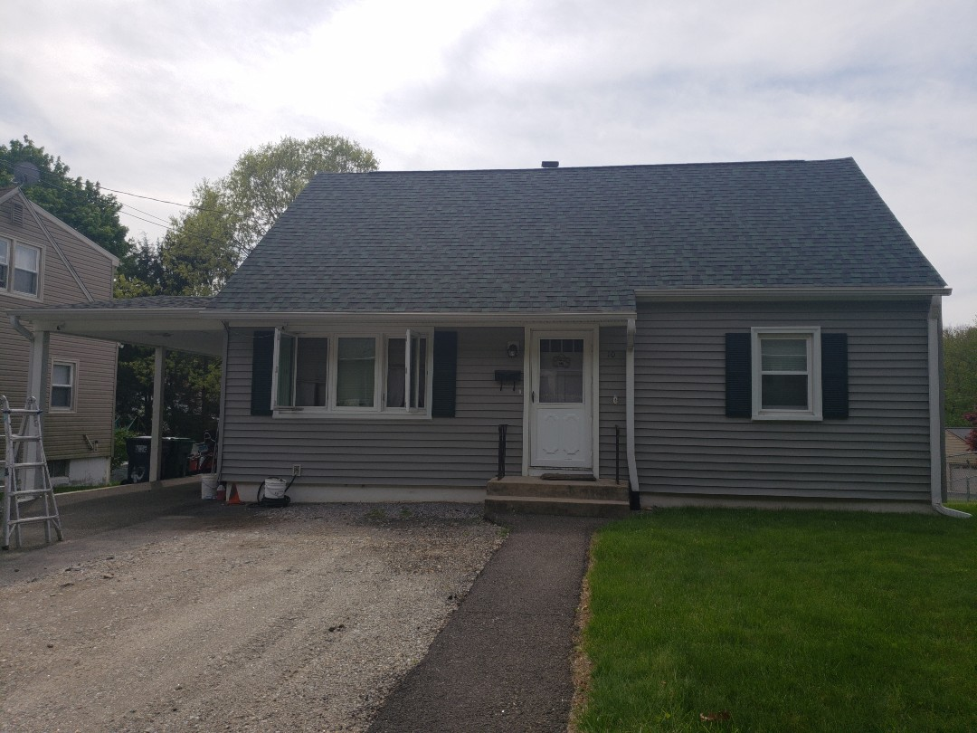 Seymour, CT - Another of Harmony Home Improvements happy customer's has a brand new CertainTeed Landmark Pro Lifetime roof installed.