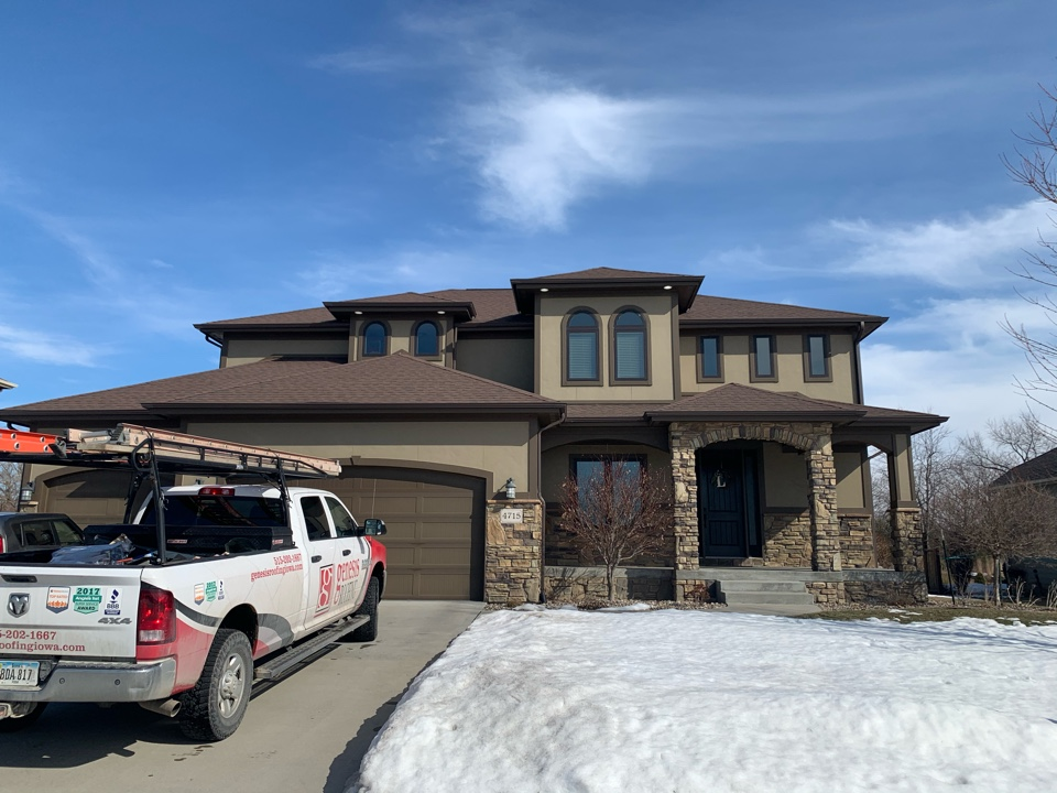 Urbandale, IA - Roof inspections and roof estimate in Urbandale, Iowa! Free roof inspections in free roof estimates! Call today!