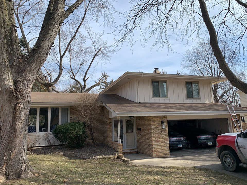 West Des Moines, IA - Roof inspection and roof replacement estimate in West Des Moines, Iowa! Free roofing estimates and free hail and wind damage and Derecho damage estimates and inspections!