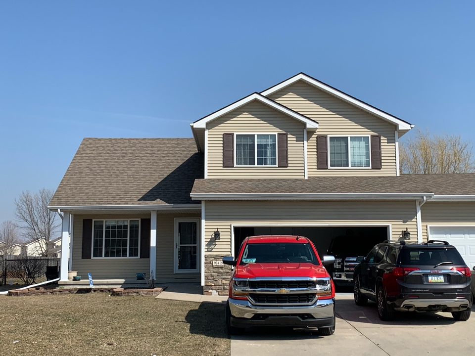 Waukee, IA - Roof leak repair estimates in Waukee, Iowa! Free roof estimates and hail and wind damage leak inspections!