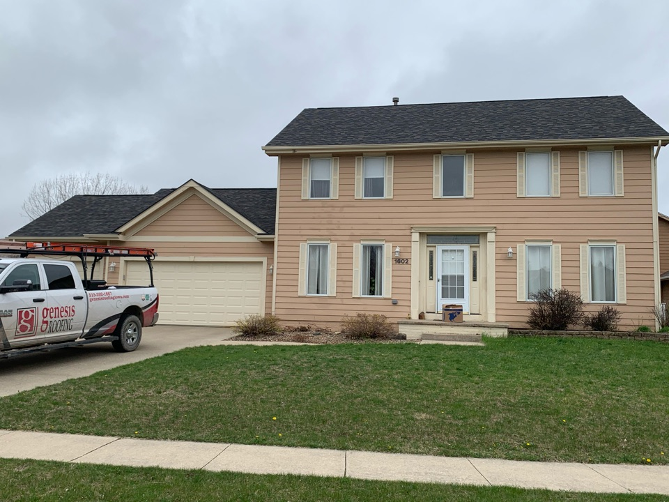 Ankeny, IA - Roof repair and roof inspection in Ankeny, Iowa! Free roof estimates and free hail and wind damage roof inspections!