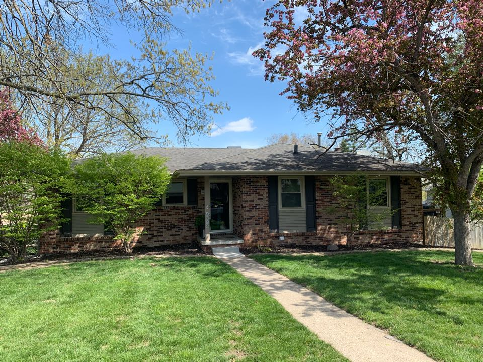 Clive, IA - Roof replacement estimate in Clive, Iowa! Free roof estimates and roof inspections! Call today for a free estimate!