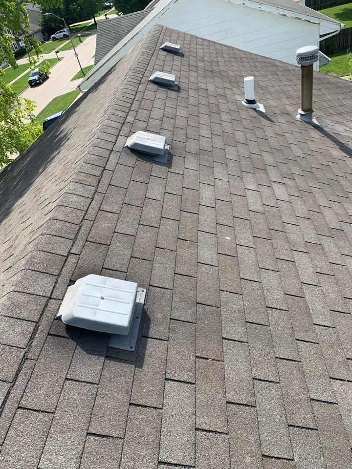 West Des Moines, IA - New roof replacement estimate in West Des Moines, Iowa! Free roof estimates and free roof inspections!
