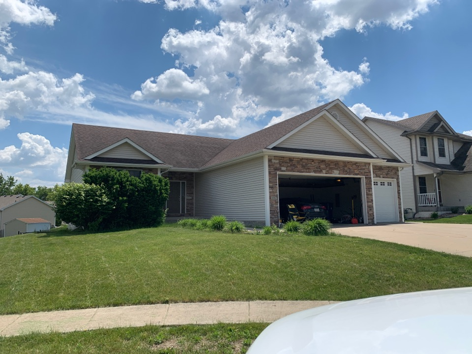 Urbandale, IA - Roof replacement estimate and roof inspection in Urbandale, Iowa!