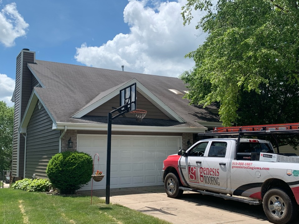 West Des Moines, IA - Roof replacement estimate in West Des Moines, Iowa! Free roof estimates and free roof inspections!