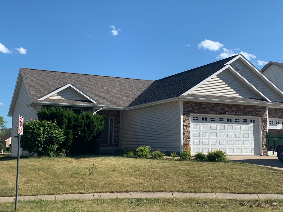 Urbandale, IA - New roof replacement in Urbandale, Iowa! Free roof estimates and free storm damage roof inspections!
