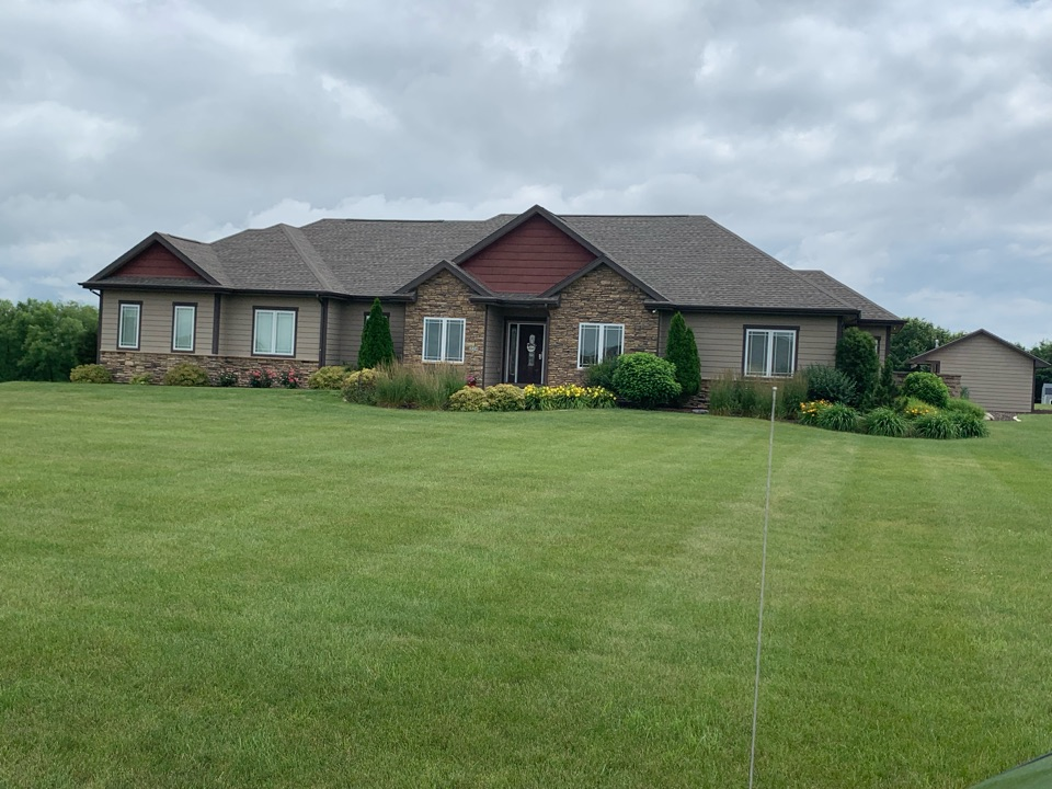 Cumming, IA - Hail damage roof inspection in Cumming, Iowa! Free roof estimates and free hail damage and storm damage roof inspections!