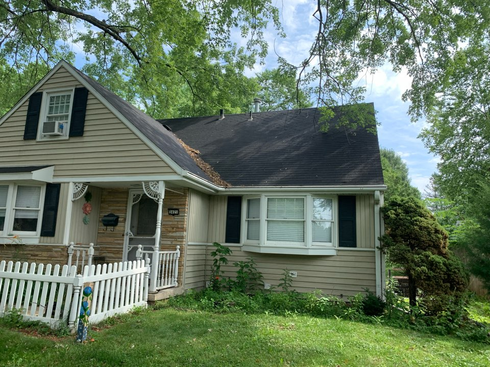 Urbandale, IA - Hail damage roof inspection and new roof estimate in Urbandale, Iowa! Free roof estimates and free storm damage roof inspections!