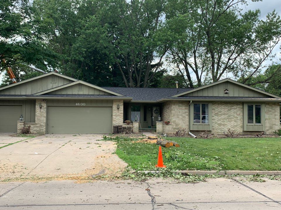 Urbandale, IA - New roof replacement and hail damage roof inspection in Urbandale, Iowa! Free roof estimates and free hail damage roof inspections!