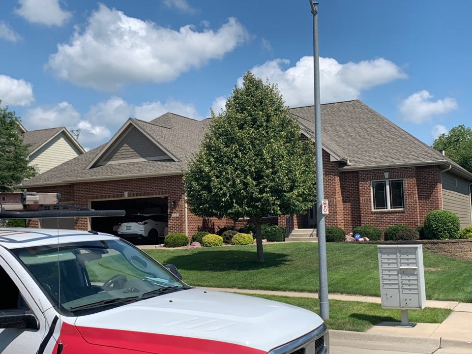Johnston, IA - Hail damage roof inspection and Johnston, Iowa! Free roof estimates and free roof inspections for storm and hail damage!