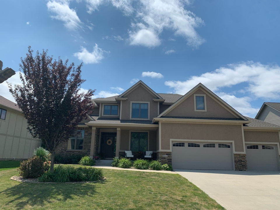 Johnston, IA - Hail damage roof inspection in Johnston, Iowa! Free roof estimates and free hail damage roof inspections!