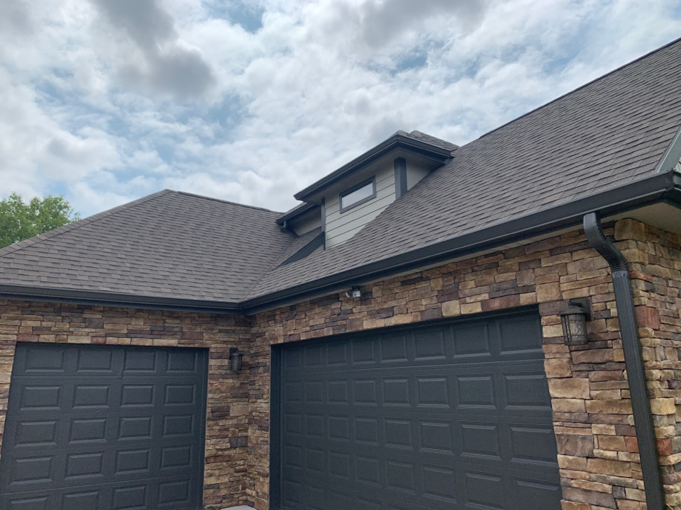 Johnston, IA - Hail damage roof inspection and Johnston, Iowa! Free roof estimates and free hail damage roof inspections!
