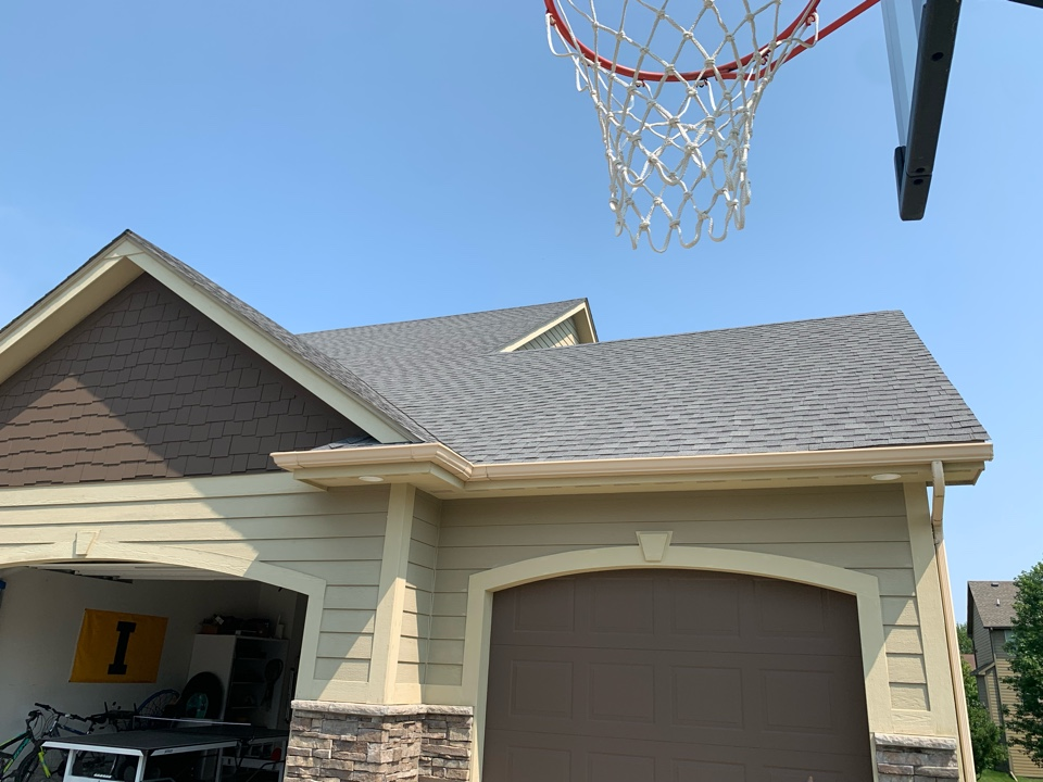 Urbandale, IA - Hail damage roof inspection in Urbandale, Iowa! Free roof estimates and free hail damage roof inspections!