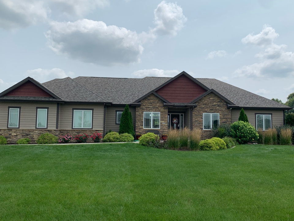 Cumming, IA - Hail damage roof replacement in Cumming,Iowa! Free hail damage roof inspections and free roof replacement estimates!