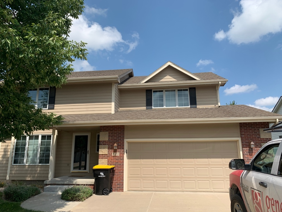 Waukee, IA - Roof repair and roof replacement estimate in Waukee, Iowa! Free roof inspections and free roofing estimates!