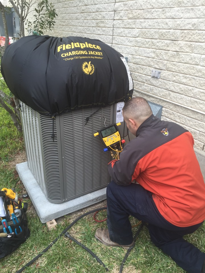 Cibolo, TX - Heating/Air Conditioning service and Repair R410a properly thermo recharging system in this cold weather! San Antonio/Cibolo,Texas 78108