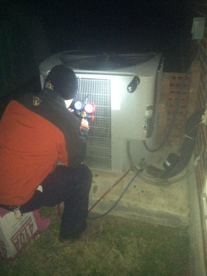 Cibolo, TX - Charging carrier 410a heatpump condensers