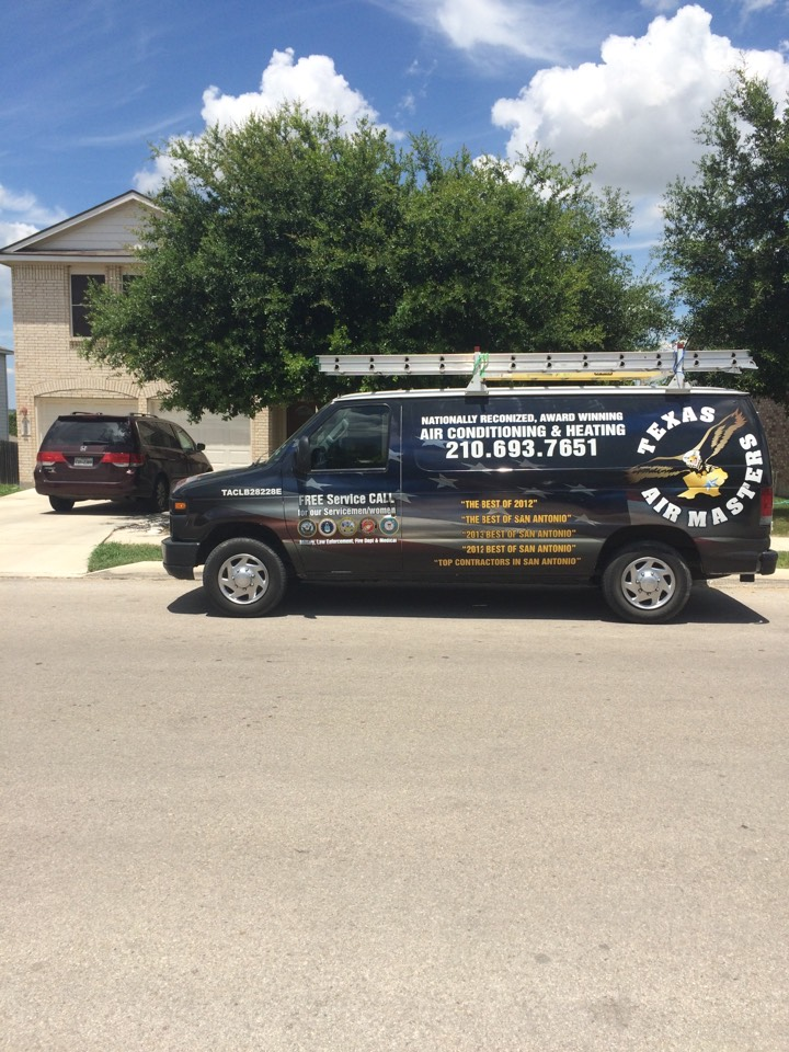 Selma, TX - Air conditioner service, performed an ac repair on a Lennox air conditionin system.