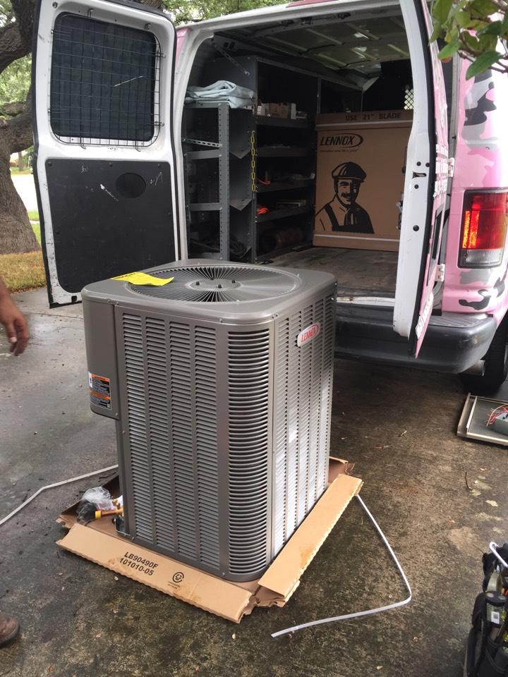 San Antonio, TX - Ac repair San Antonio- air conditioner replacement. Lennox heatpump system!
