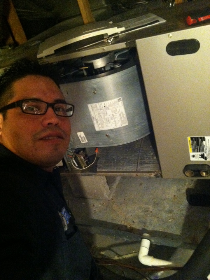 New Braunfels, TX - Working on a carrier heat pump system. Giving our Cutomer the best air conditioning service here at Texas air masters.