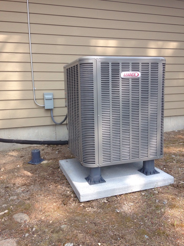 Chattaroy, WA - Installing Lennox air conditioning unit