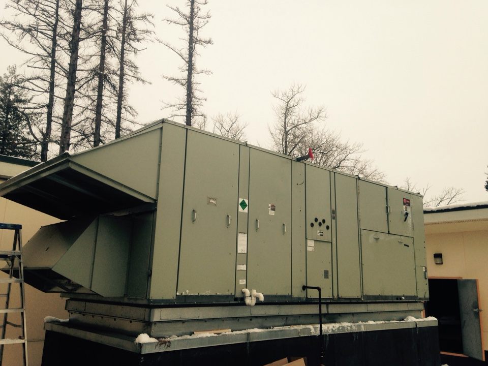 Sandpoint, ID - Performing maintenance on Trane air handler and VAV units