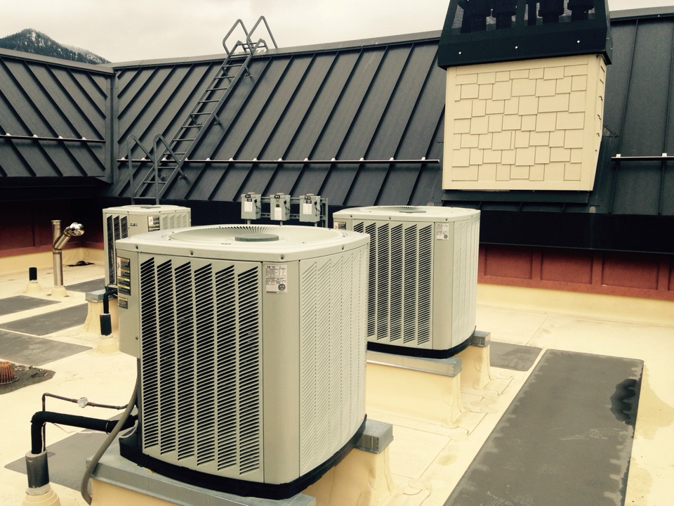 Kellogg, ID - Performing maintenance on Trane XB Heatpumps