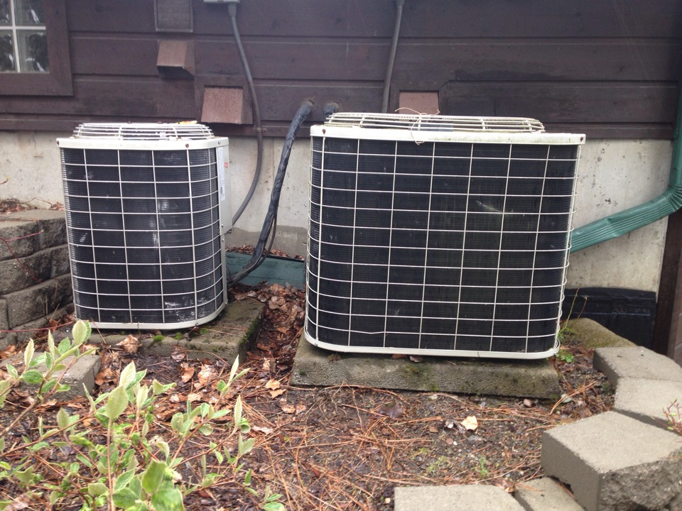 Rathdrum, ID - Preventive maintenance on 2 air conditioner's.