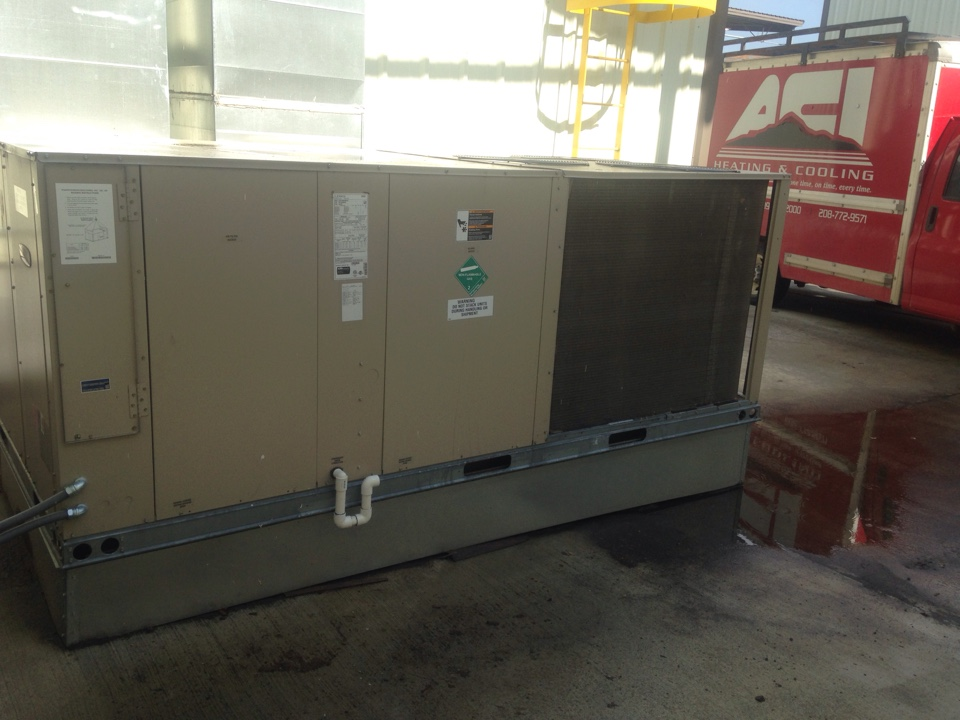 Laclede, ID - Performing maintenance on Lennox package unit