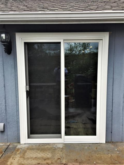 Walla Walla, WA - Replaced a vinyl patio door to a beautiful French Door with Fibrex Frames and White trim.
