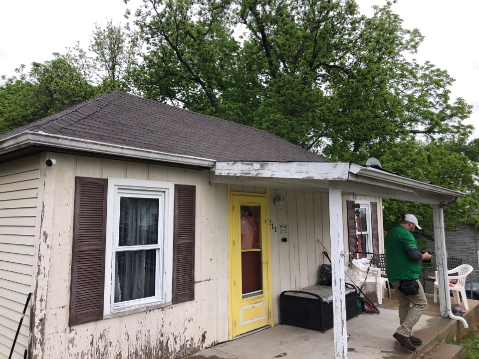 Festus, MO - Insurance adjuster inspection on a hail and wind claim.  Roofing siding and gutters.