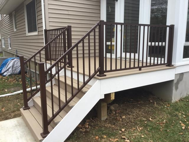 Cornwall-on-Hudson, NY - Trex Transcend Decking in Rope Swing with Trex signature aluminum railings in bronze.