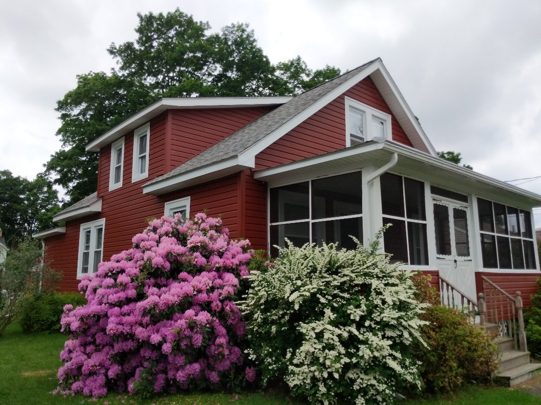 Pine Bush, NY - Thinking about enhancing the curb appeal on your home?  Make sure Home Pro Exteriors, Inc. is the main ingredient!Pre-insulated horizontal vinyl siding with D5 Dutchlap profile.  Alside Prodigy in Autumn Red.