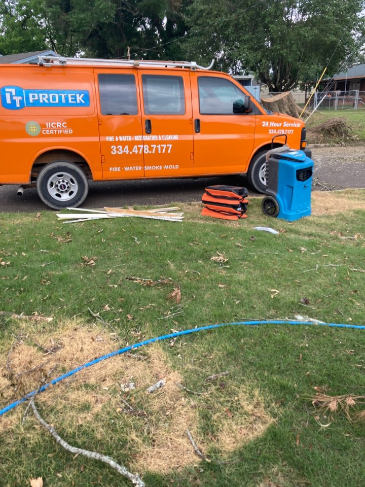 Prattville, AL - Protek picking up debris and equipment from a water mitigation for a satisfied customer in Prattville.