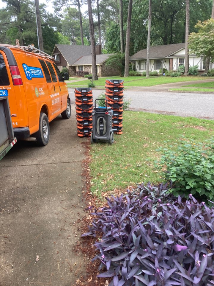 Montgomery, AL - Protek picking up equipment from a water mitigation for a satisfied customer in Montgomery.