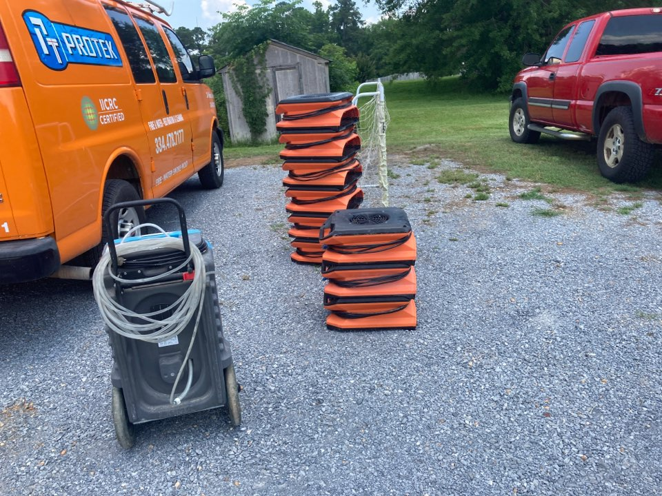 Wetumpka, AL - Protek picking up equipment from a water mitigation for a satisfied customer in Wetumpka.