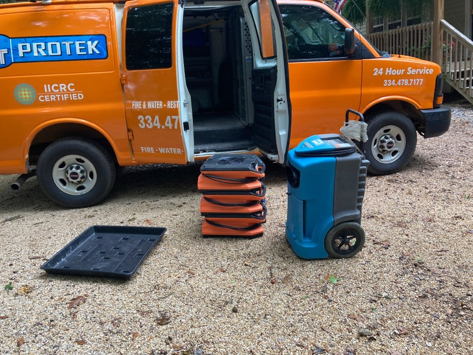 Millbrook, AL - Protek picking up equipment from a water mitigation for a satisfied customer in Millbrook.