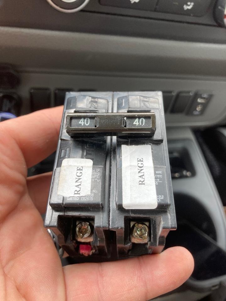 Electrician replacing a faulty circuit breaker