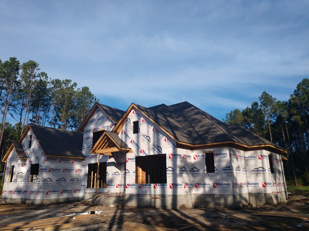 Richmond Hill, GA - New architectural CertainTeed Landmark (Weathered Wood) roof install.