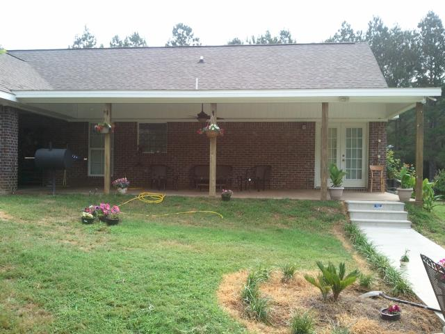 Florence, MS - Vinyl siding, metal roofing, roof replacement, roof flashing, roof repair, roof contractor, roofing damage.