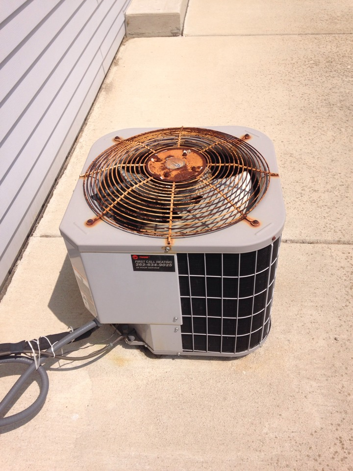 Franksville, WI - Tuned up Carrier AC. Getting it working properly for the heat wave.
