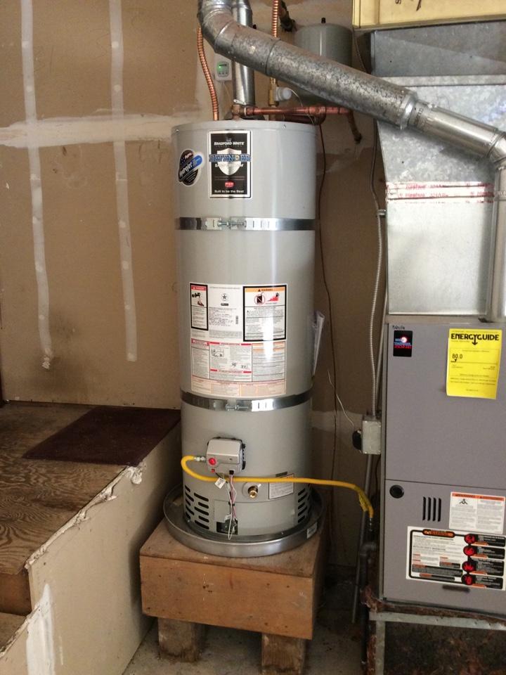 Issaquah, WA - Installing a new 50 gallon ga Bradford White water heater.