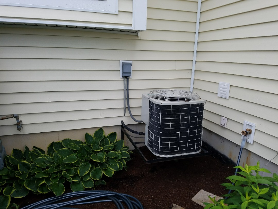 Roanoke, IN - Replace twenty-three-year-old Bryant furnace and air conditioner with new Bryant Evolution variable capacity furnace and air conditioner